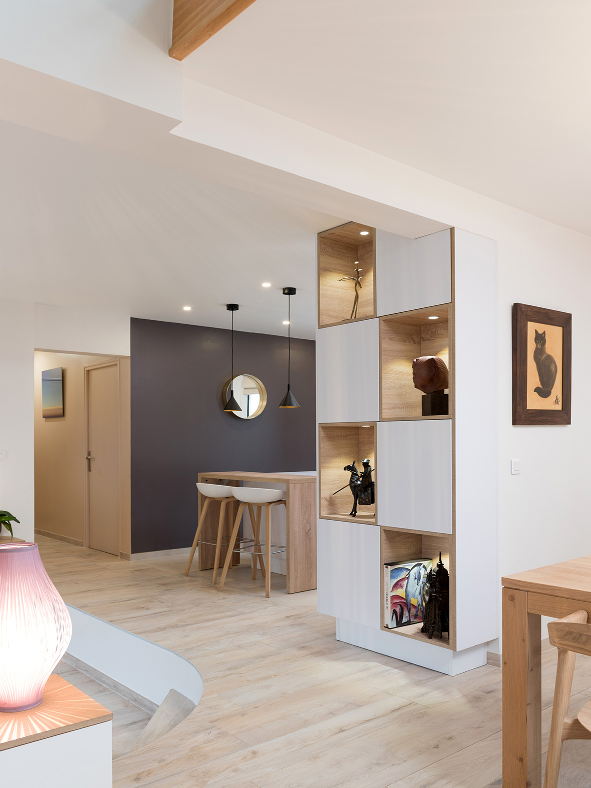 renovation-maison-architecture-decoration-interieur-oise-sur-mesure-interior-design-agence-atmospheres-design-patricia-coignard-mobilier-sur-mesure-bois-idee-deco-amenagement-sur-mesure-petite-surface-home-decor-cuisine-ouverte-bar-bibliotheque